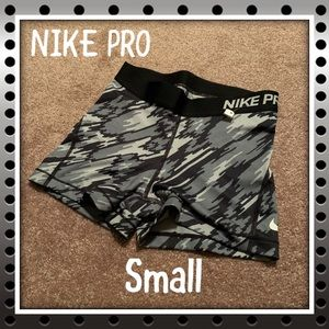 New! 👻NIKE PRO FIT👻size: Small